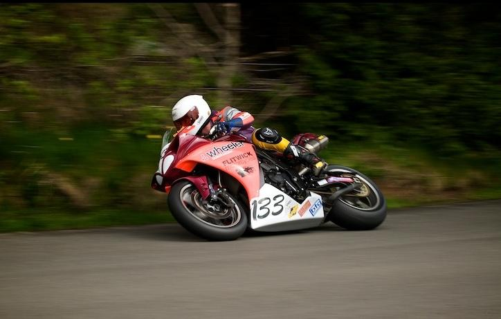 Olie Linsdell Team Flitwick Yamaha R1 Cookstown 2009