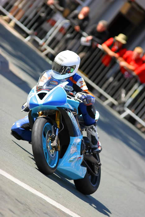 Olie Linsdell Isle of Man Manx GP 2007 junior race on Wheeler electrical Triumph 675